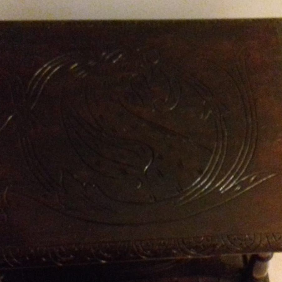 Drevený starožitný stolík