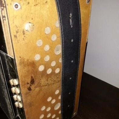 Predám starožitný akordeón nemeckej značky Meisterklang