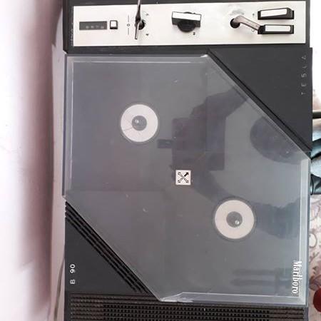 Retro rádia, magnetofón, zosilňovač, gramofón