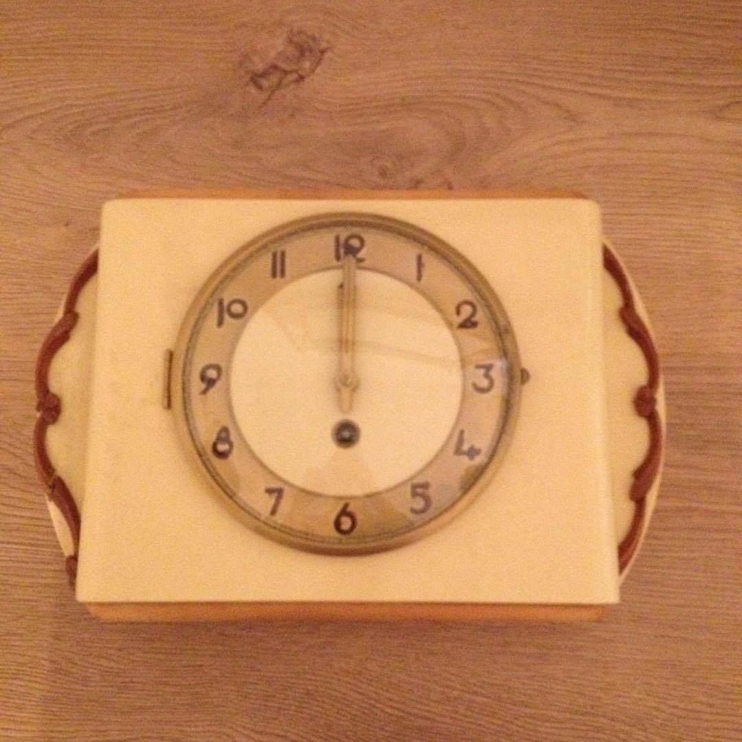 Staré nástenné hodiny,