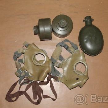 Stare vojenske masky, filtre k maskam a polna flasa
