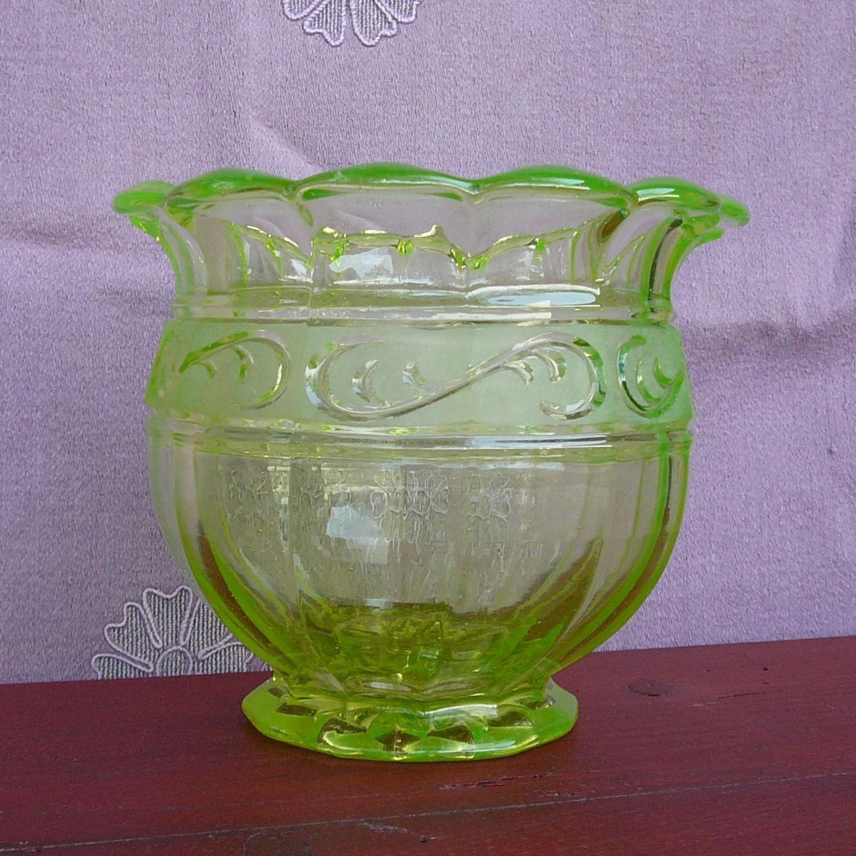 Starožitná Váza / Art Deco / Zelené