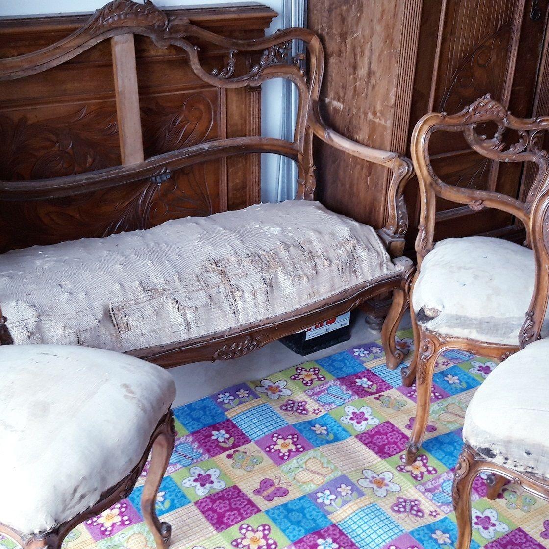 Starožitné stoličky a sofa