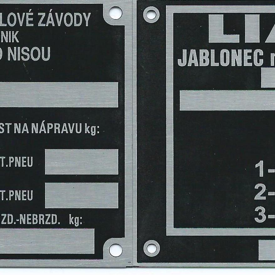 Štítky na LIAZ, ZTS, Zetor.