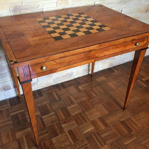 stolík hrací 18 stor.